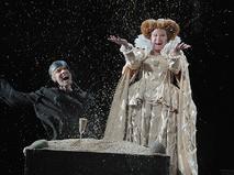 """Марина Неёлова в сцене из спектакля """"Играем... Шиллера!"""""""