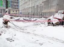 Упавший строительный лифт