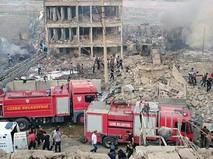 Спасатели Турции на месте обрушения дома