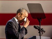 Барак Обама плачет во время конференции в Чикаго