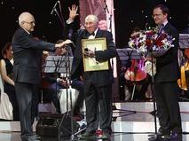 Сергей Юрский во время вручения премии за выдающийся вклад в развитие российского театра