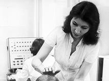 Джуна ведёт приём пациентов в одной из московских поликлиник