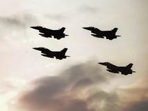 Звено истребителей F-16