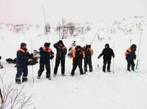 Сотрудники МЧС на месте схода лавины