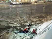 Эвакуация упавшей в реку машины