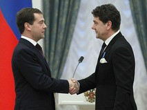 Дмитрий Медведев вручил Сергею Маковецкому орден Почёта