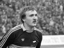 Вратарь сборной команды СССР по футболу Виктор Чанов во время матча