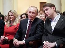 """Президент России Владимир Путин на премьере спектакля """"Не покидай свою планету"""""""