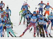 Эстафета среди мужчин на чемпионате мира по биатлону, в центре на первом плане - Алексей Волков