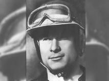 Советский спортсмен-мотогонщик Виктор Арбеков