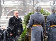Владимир Путин возложил венок к Могиле Неизвестного Солдата
