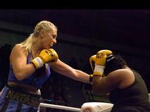Наталья Рагозина во время боя за звание чемпионки мира по боксу в супертяжёлом весе. 2009 год