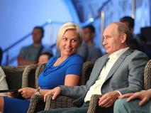 Наталья Рагозина и Владимир Путин во время посещения международного турнира по профессиональному боевому самбо в Сочи