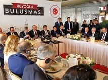 Глава МИД Турции Мевлют Чавушоглу провел встречу с соотечественниками в Гамбурге