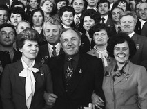Михаил Ульянов среди делегатов XVII съезда профсоюзов СССР в Кремлёвском дворце съездов