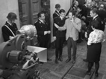 """Владимир Басов даёт указания во время съёмки фильма """"Щит и меч"""""""