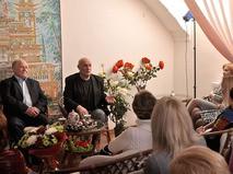 Александр Пороховщиков во время дружеской беседы со зрителями