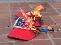 Фирменная кепка Дональда Трампа с символикой его предвыборной кампании