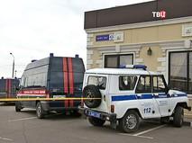 Автомобили полиции и Следственного комитета