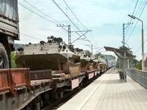 Вагоны поезда с военной техникой