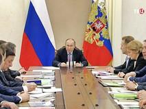 Президент России Владимир Путин провел совещание с членами правительства