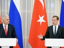 Премьер-министры России и Турции Дмитрий Медведев и Бинали Йылдырым