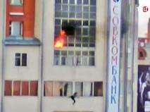 Ребенок выпрыгнул из окна