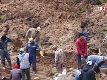 Поисковые работы на месте схода оползня в Киргизии