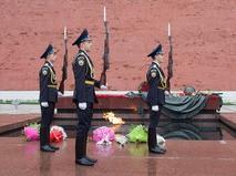 Смена караула у мемориала Могила Неизвестного солдата в Александровском саду