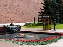 Почётный караул у мемориала Могила Неизвестного солдата в Александровском саду