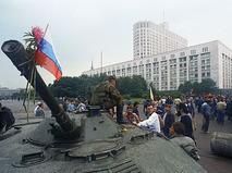 Танки у здания Верховгого Совета РСФСР в дни путча