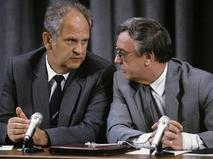 Министр внутренних дел СССР Борис Пуго и вице-президент СССР Геннадий Янаев во время пресс-конференции членов ГКЧП