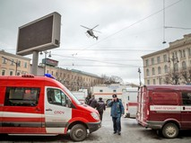 Экстренные службы города на месте взрыва в метро Санкт-Петербурга