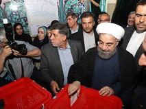 Хасан Роухани во время голосования