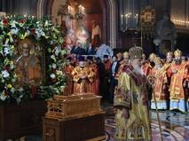 Патриарх Кирилл во время встречи ковчега с мощами Николая Чудотворца