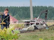Сотрудник МЧС РФ на месте падения самолета Як-18