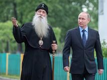 Президент России Владимир Путин и глава Русской православной старообрядческой церкви митрополит Корнилий