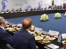 Президент России Владимир Путин проводит встречу с руководителями крупнейших иностранных компаний
