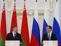 Председатель правительства России Дмитрий Медведев и премьер-министр Белоруссии Андрей Кобяков
