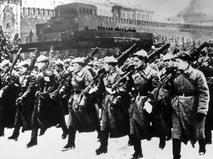 Роты военных уходят на фронт с Красной площади