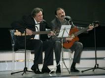 Юрий Стоянов и Илья Олейников во время выступления