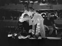 """Борис Хмельницкий во время репетиции спектакля """"Владимир Высоцкий"""""""