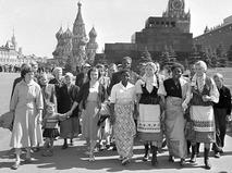 Участники VI Всемирного фестиваля молодёжи и студентов на Красной площади