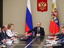 Владимир Путин на совещании с членами Совета Безопасности
