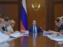 Председатель правительства России Дмитрий Медведев проводит совещание о расходах федерального бюджета