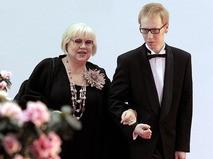Светлана Крючкова с сыном Александром на открытии Петербургского международного кинофестиваля