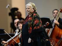 Светлана Крючкова на сцене Концертного зала им. П.И. Чайковского