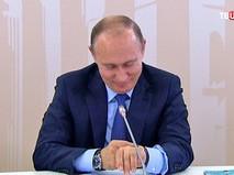 Владимир Путин тестирует умный браслет