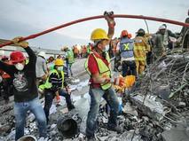 Разбор завалов после мощного землетрясения в Мексике