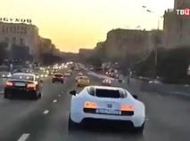 Bugatti Veyron гоняет по Кутузовскому проспекту